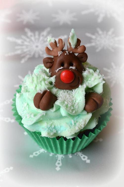 Christmas-Cupcakes-helloodesigner