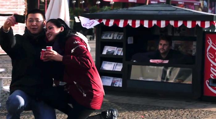 street-marketing-coca-cola-helloodesigner4