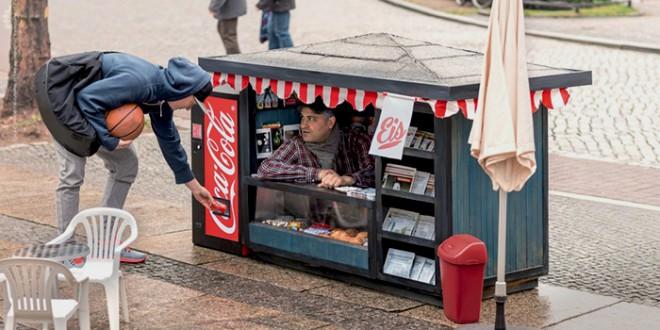 street-marketing-coca-cola-helloodesigner
