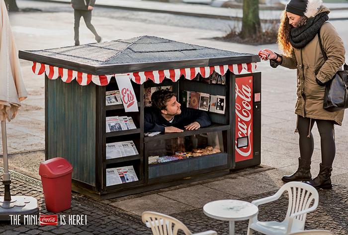 street-marketing-coca-cola-helloodesigner1