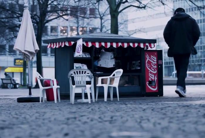 street-marketing-coca-cola-helloodesigner2