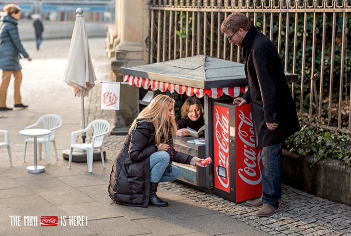 street-marketing-coca-cola-helloodesigner3