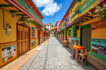 guatape-ville-coloree-creativite-street-art-photographie