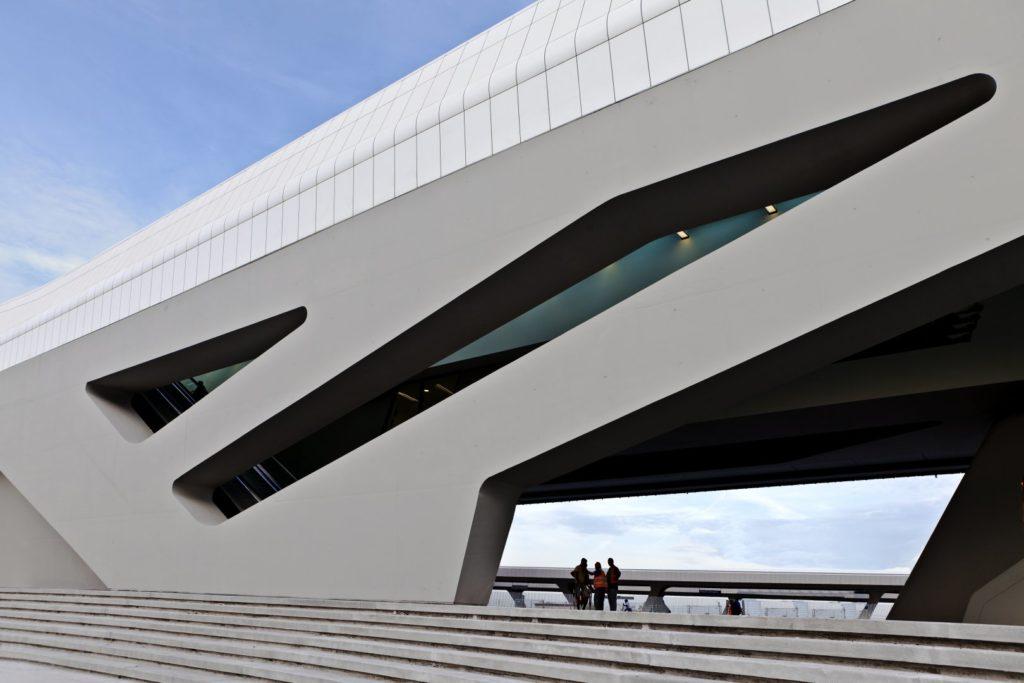station train napoli par l'architecte zaha hadid