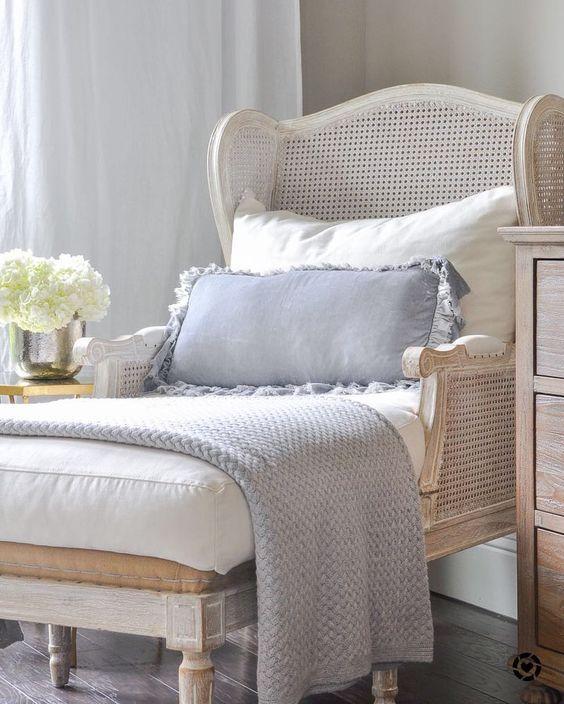 décoration d'intérieur meuble en cannage lit