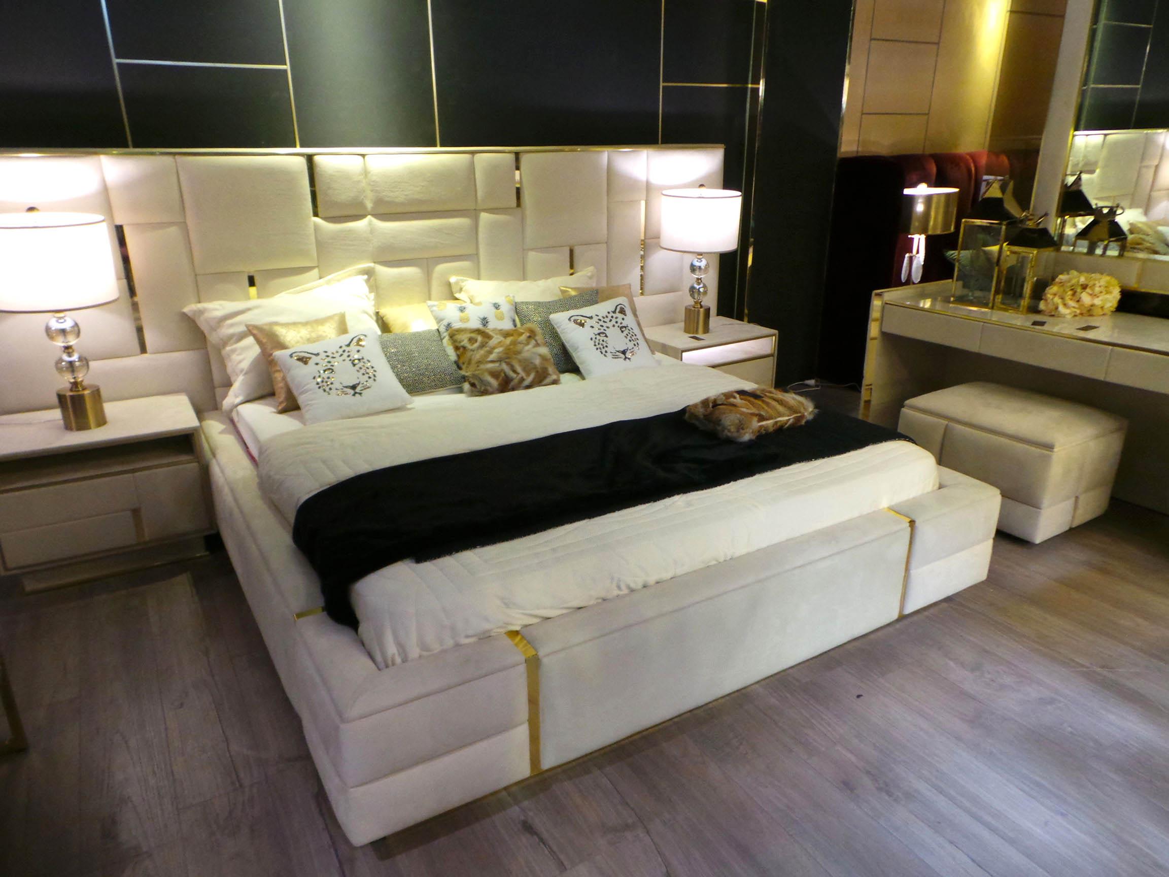 Salo-du-meuble-de-Tunis-chambre-a-coucher-edwards-lasoukra-velour