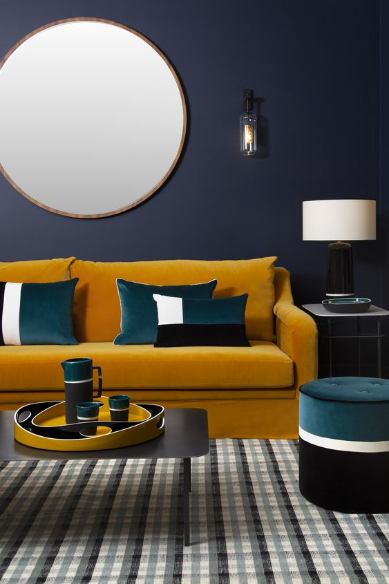 canapé en velours moderne pour un salon chaleureux