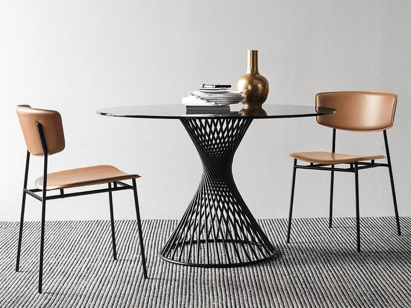 table a manger de la marque calligari au salon de meuble milan