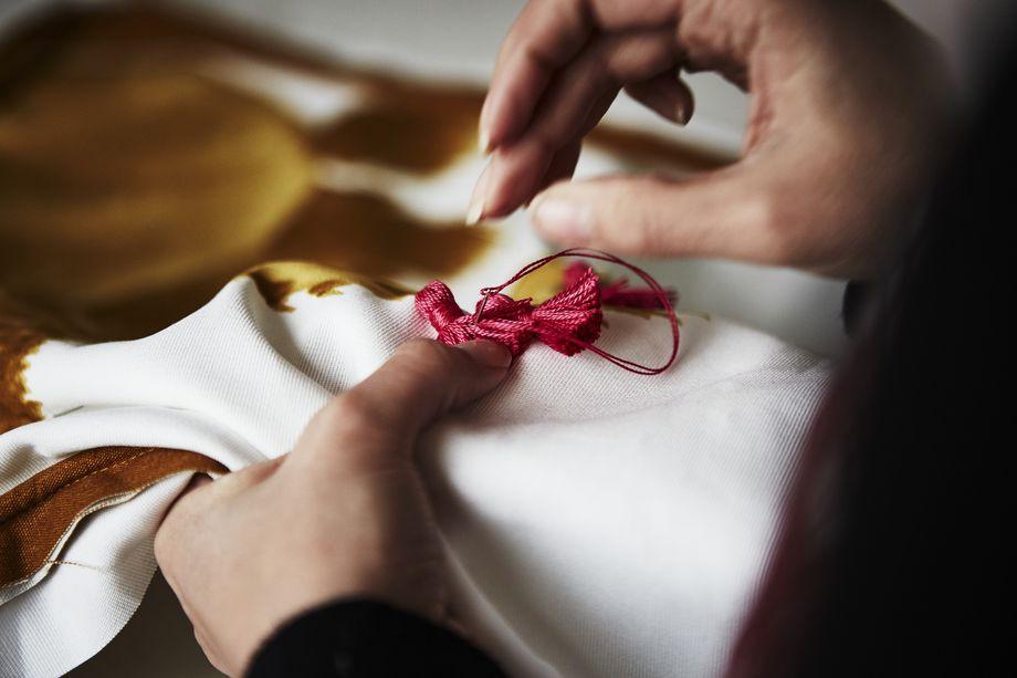 tapis et coussins ikea conçus par des artisans jordaniens