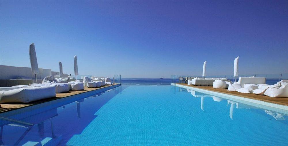 piscine et hôtel de luxe en Tunisie