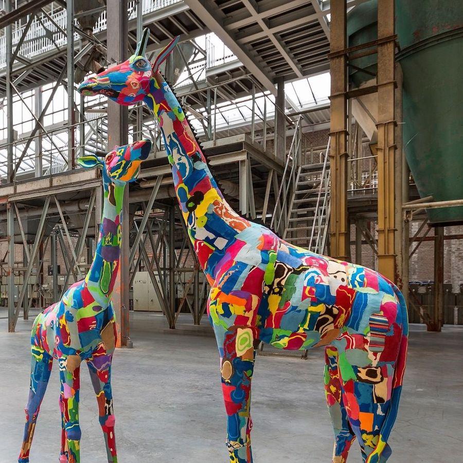 ocean-sole-sculptures-girafe-plastique